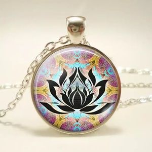✨3 for $20✨Lotus flower pendant necklace